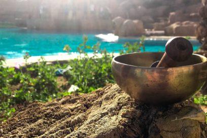 Łagodna praktyka jogi w dźwiękach mis i gongów