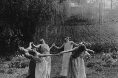 Taniec Świętej Kobiecości